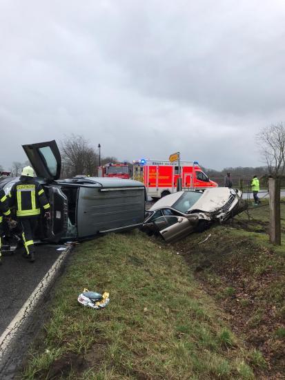 Bild - Zwei schwerverletzte bei Verkehrsunfall