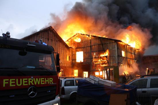 Bild - Großbrand auf Resthof in Ellerdorf