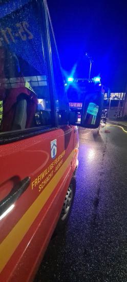 Bild - Verqualmter Jahresbeginn - Feuer auf Werft in Schacht-Audorf