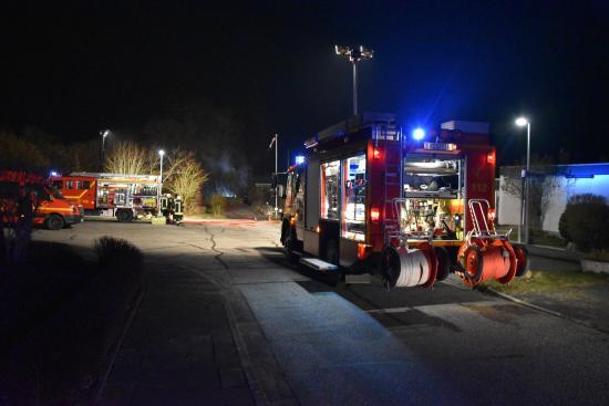Bild - FEU G in Molfsee - Autos in Carport ausgebrannt