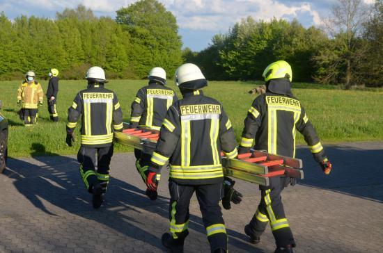 Bild - 13 neue Truppführer haben in Melsdorf die Lehrgangsabnahme absolviert