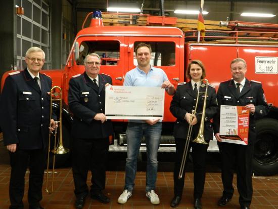 Bild - 1000,00 Euro Spende vom Kreisfeuerwehrverband für Team DoppelPASS e.V.