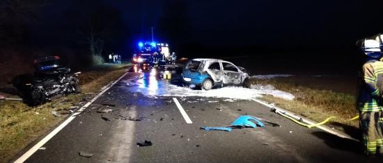 Bild - Frontalzusammenstoß zwischen 2 PKW –zwei Schwerverletzte und zwei Leichtverletzte