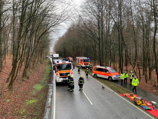 Bild - Schwerer Unfall auf der B 77