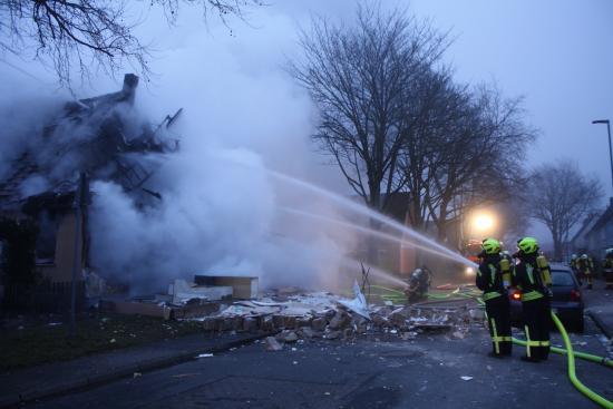 Bild - Wohnhaus explodiert - Leiche nach drei Tagen gefunden