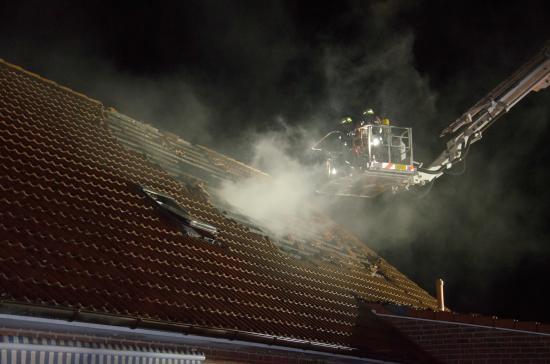 Bild - Ferienwohnung in Sophienhamm durch Feuer zerstört – 70 Einsatzkräfte löschten das Feuer